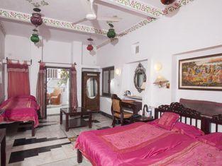 ZO Rooms Lake Pichola Hanuman Ghat