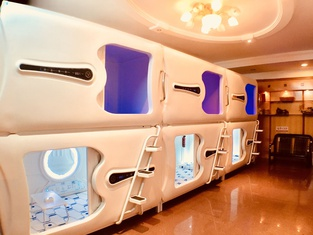 Eagle Tree Capsule Inn