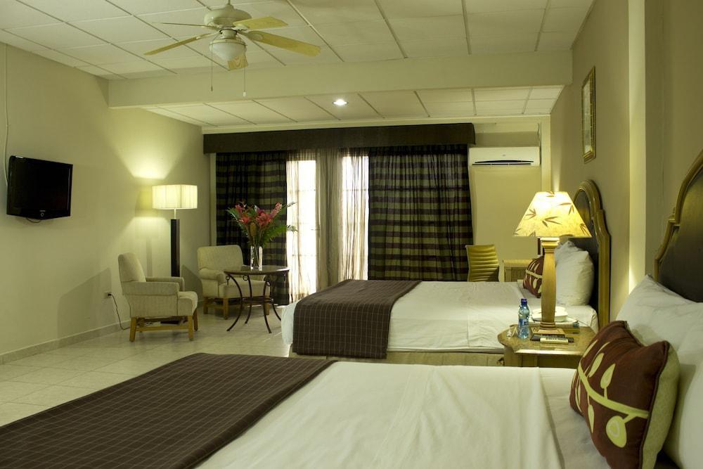 Hotel Las Cumbres & Water Park