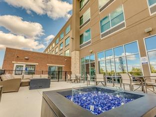 Holiday Inn Express & Suites - Okemos - University Area