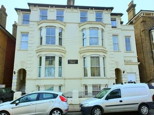 Higher Living - Professional Southsea Apartment