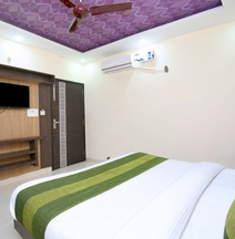 OYO 14157 RS Hotel & Restaurant