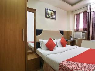 OYO 4300 Hotel The Royal Placid