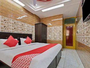 OYO 23665 Hotel Ajay