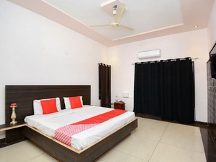 OYO 31031 Ds Royal Guest House
