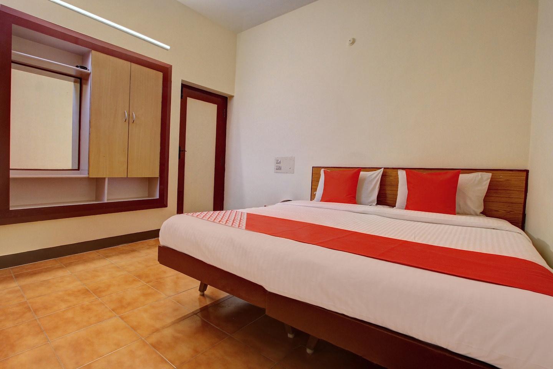 OYO 19959 Hotel Radhakrishna
