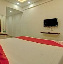 OYO 28076 Samrudhi Residency