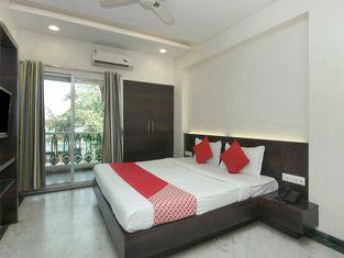 OYO 4448 Hotel Suresh Plaza