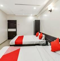 OYO 12053 Hotel Shri Govind