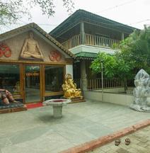 OYO 15483 Sai Palkhi Niwara