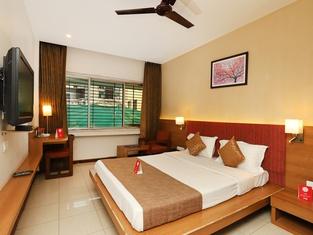 OYO 9677 Hotel Surya