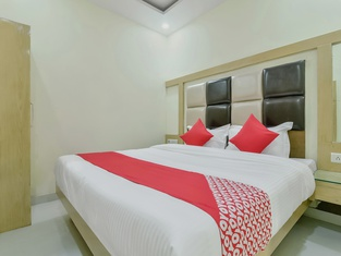 Oyo 28237 Hotel Bramhaputra