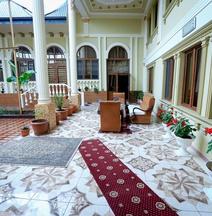 Hotel Kurush