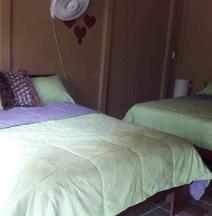 Hotel Cabinas y Tour Aaron Tortuguero