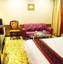 Xinhualian Business Hotel (Zhuhai Gongbei Port Light Rail Station)
