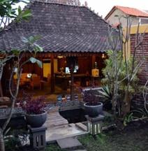 Roemah Hampor Villa