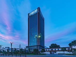Rezen Hotel (Luoyang Longmen High Speed Railway Station, Zhengsheng)