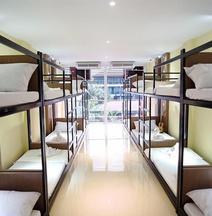 Arya Dormitory Hotel