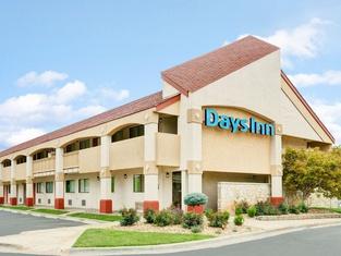Days Inn by Wyndham Overland Park