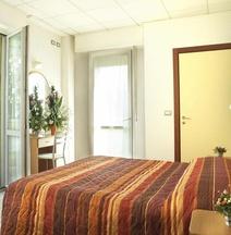 Διαμέρισμα 22 τ.μ. με 1 Υπνοδωμάτιο και 1 Ιδιωτικό Μπάνιο σε Λουνγκομάρε Ντι Βιττόριο