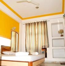Hotel Indore Palace