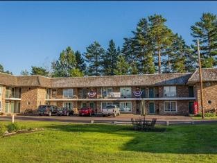 Budget Host Cloverland Motel