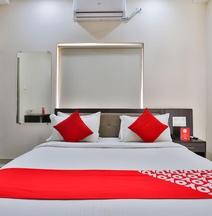 OYO 22551 Hotel Ssv
