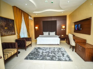 JJ Mas Hotel and Suites