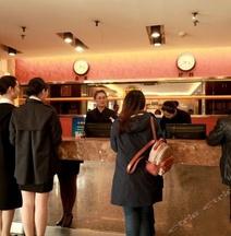 Super 8 Hotel (Tongliao Mingren Street)