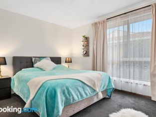 Josie Villa - Beautiful West Burnie: Long or Short Term
