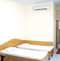 OYO 26799 Hotel Tourist