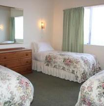 Coachman's Lodge Motel