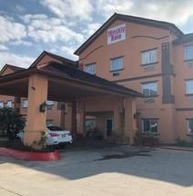 Deluxe 6 Inn & Suites