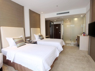 Phoenix Jinghua Hotel