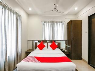 OYO 13810 Hotel The Gentleman