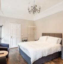 Molloys Apartments