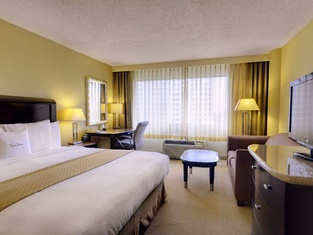 DoubleTree by Hilton Orange County Airport