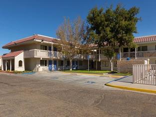 Motel 6-Barstow, CA