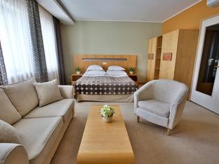 ホテル ロンドン バイ タルトゥホテルズ