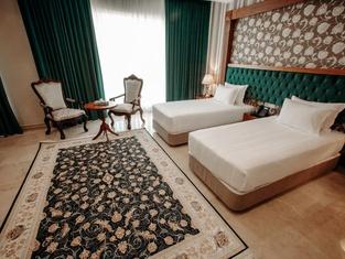 Wisteria Grand Hotel Tehran