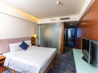 Tianjin Binhai Saint Light Hotel