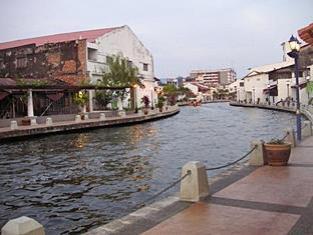 Oriental Riverside Guest House - Hostel