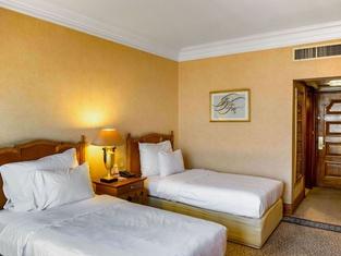 Parsian Esteghlal International Hotel East Tower