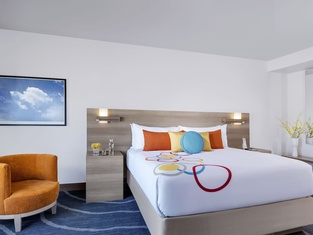 The Art Hotel Denver, Curio Collection by Hilton