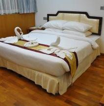 Paragon Hotel