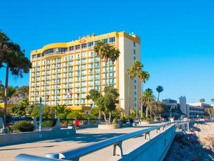 クラウン プラザ ホテル ベンチュラ ビーチ