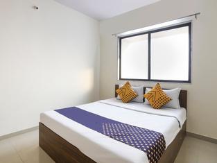 Spot ON 64910 Varma Imperial Hotel