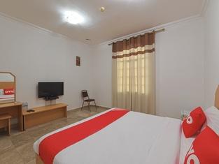 OYO 117 Majestic Hotel