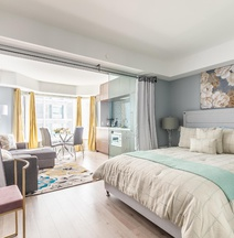 Simply Comfort Charming Yorkville Condos