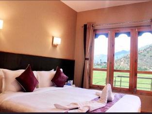 Zambala Hotel River-View